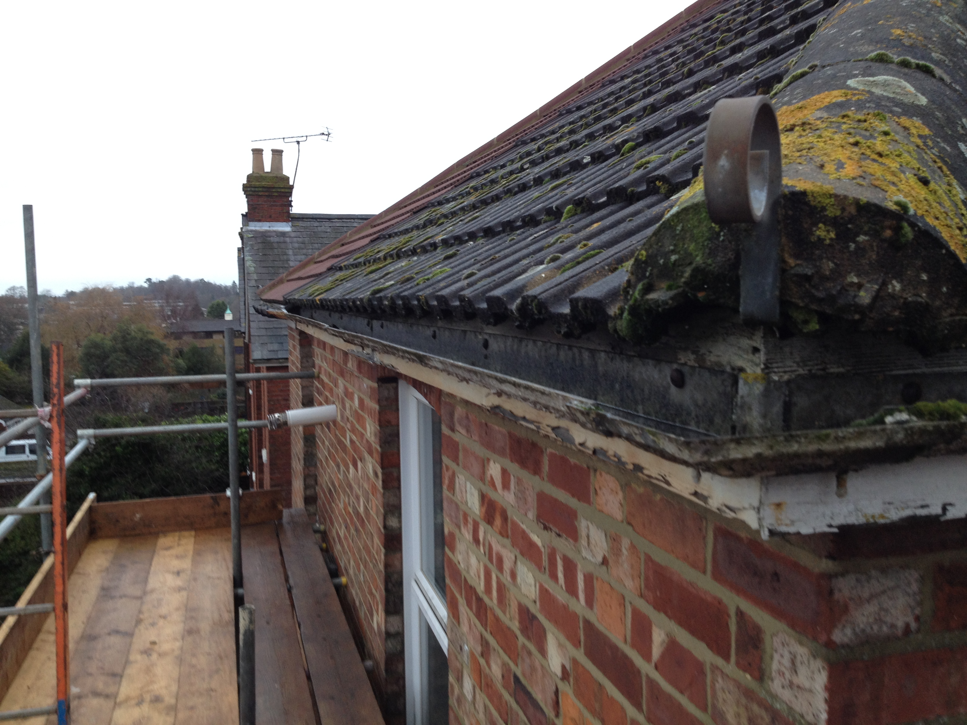 cleaning gutters company